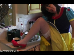 JuiceyJaney - Pissing Snow White & Her Rubber Gloves Video
