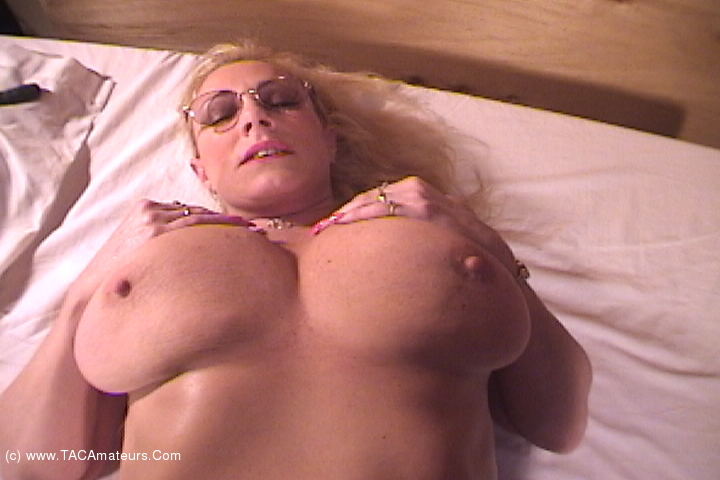 AwesomeAshley - Massage Dom Pt1 scene 2