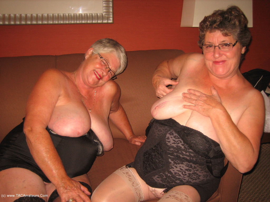 2 bbw grannies fuck black dick 1