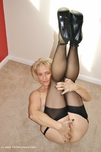 sugarbabe - A Member Of My Site Plays With My Cunt Free Pic 3