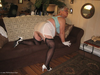 Girdle Goddess - High Heels Picture Gallery