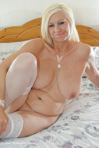 platinumblonde - Removing My Panties Free Pic 3