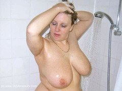 CurvyClaire - Shower Photo Album