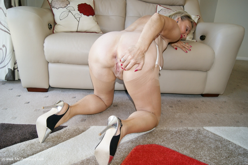 Sugarbabe - A Nice Young Stud Who Needs A MILF scene 3