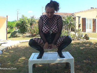 MaryBitch - Outdoor Blowjob Pt1
