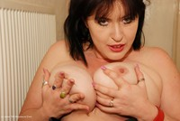 juiceyjaney - Rolling About On The Floor Free Pic 3