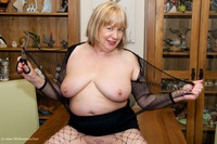 speedybee - Ripped Fishnets Free Pic 1