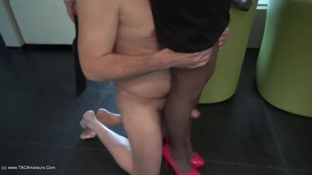 KyrasNylons - Fuck my legs in pantyhose and cum on my shoes scene 2