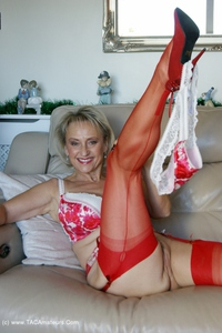 sugarbabe - Merry Christmas From A Very Dirty Michelle Free Pic 3