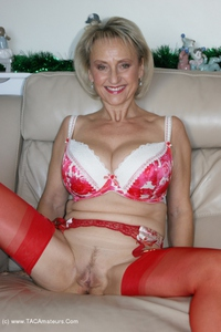 sugarbabe - Merry Christmas From A Very Dirty Michelle Free Pic 4