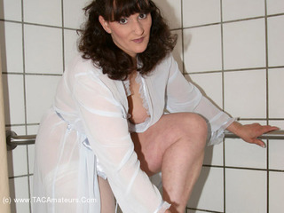 Reba - Shower Strip Tease Pt1