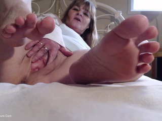 CougarBabeJolee - Worship The Soles Of My Feet