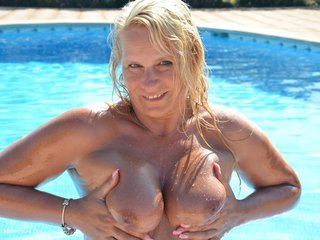 SweetSusi - Oiled Up & Showered Down