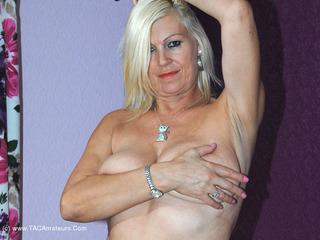Stripping & Pussy Flashin