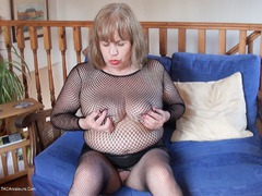 SpeedyBee - Solo In Fishnets Pt1 HD Video