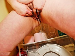 JuiceyJaney - Pissing On A Shoot Gallery
