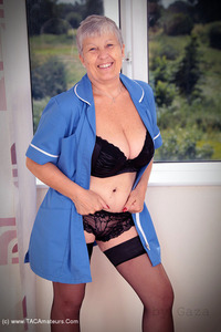 savana - Blue Nurse Free Pic 3
