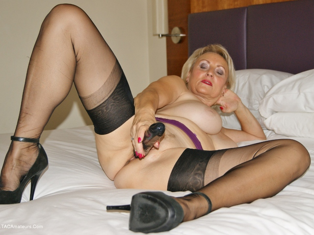 Sugarbabe - That Pussy Is Creaming