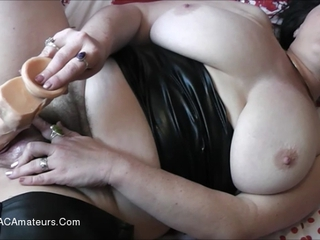 Juicey Janey - Getting A Helping Hand HD Video