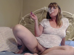 CougarBabeJolee - Lick My Arse While I Smoke HD Video