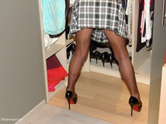 KyrasNylons - Pantyhose Falke Upstairs Pt3 Gallery