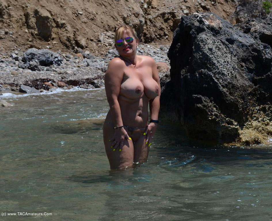 Nude Chrissy - Zackynthos Nudist Holiday 2016 Gallery Gallery-4121