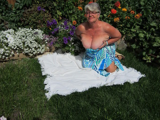 GirdleGoddess - Masturbation In The Garden