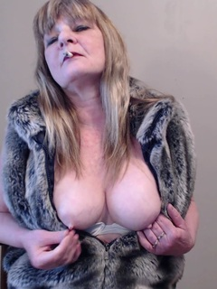 CougarBabeJolee - Smoking In A Fur Coat