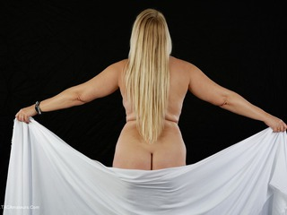 SweetSusi - The White Cloth