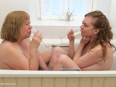 LilyMay - Bathtime Fun HD Video