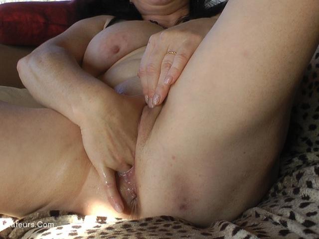MaryBitch - Hard Fingering Huge Dildo Pt1