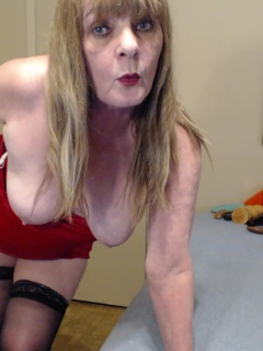 CougarBabeJolee - Mummy In A Red Dress