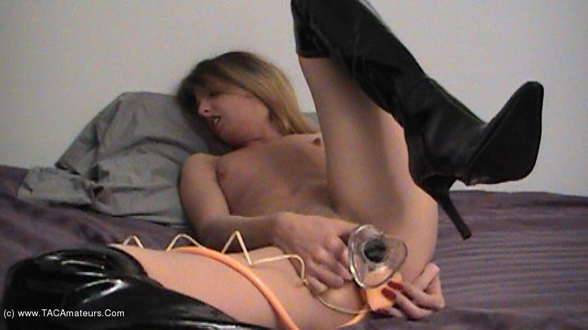 KissAlissa - Inflatable Plug & Glass Dildo Pt1 scene 3