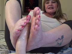 CougarBabeJolee - Your Cock Between My Feet HD Video