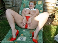 curvyclaire - Sunbathing Pt1 Free Pic 2