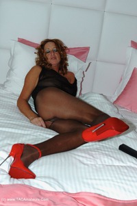 kyrasnylons - Red On The Bed Free Pic 4
