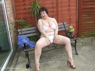 KinkyCarol - Relaxing In The Garden Pt2 Pictures