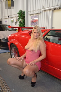 sweetsusi - Naked With The Lambo Free Pic 3