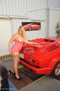 sweetsusi - Naked With The Lambo Free Pic 4