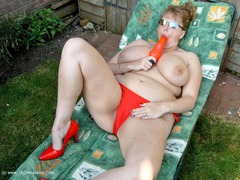 CurvyClaire - Sunbathing Pt2 Gallery