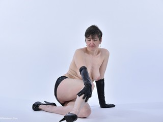 HotMilf - Wetlook Gloves