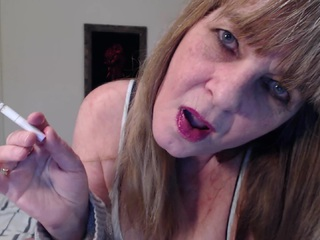 CougarBabeJolee - Glossy Lips Smoking