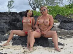 NudeChrissy - Mauritius Beach Discovery HD Video