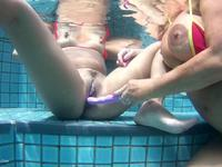 Chris spent two wonderful weeks with her girl-friend Melissa in Mauritius. The two women spoil eachother with a dildo in