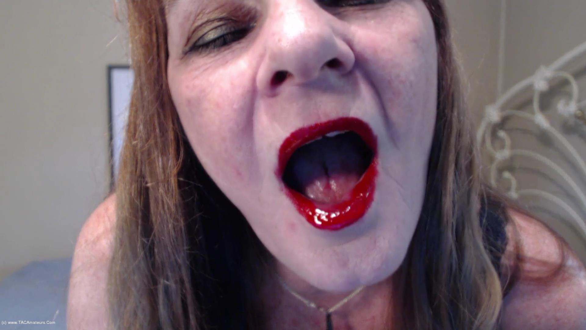 CougarBabeJolee - Red Shiny Lips Teasing You scene 2