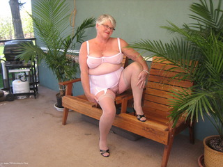 Girdle Goddess - Pretty In Pink Picture Gallery