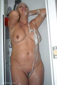 dimonty - In My Shower Free Pic 3