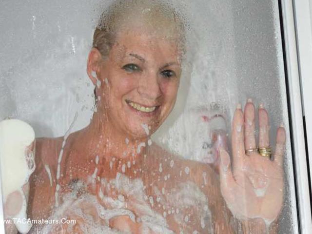 Dimonty - In My Shower