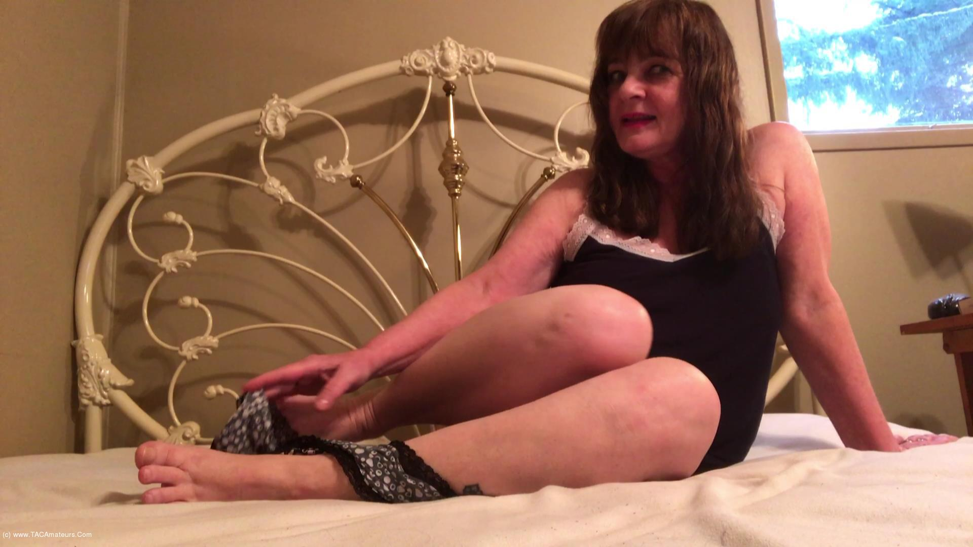 CougarBabeJolee - My Arse Needs Worshipping scene 1