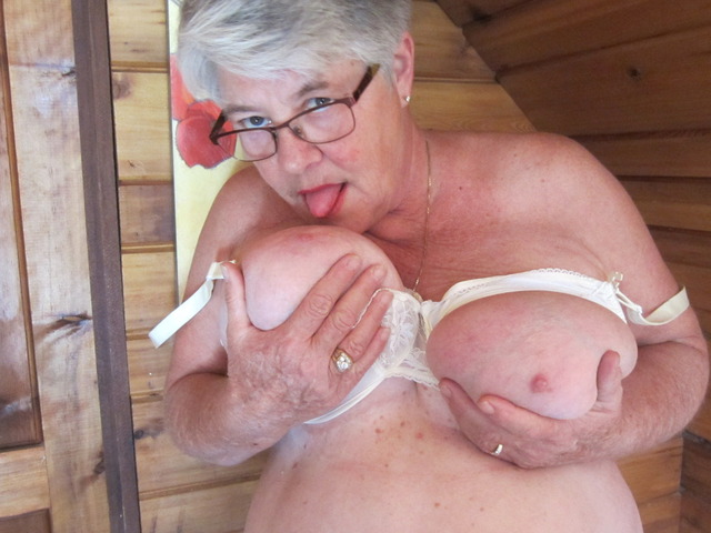 GirdleGoddess - Bountiful Titties